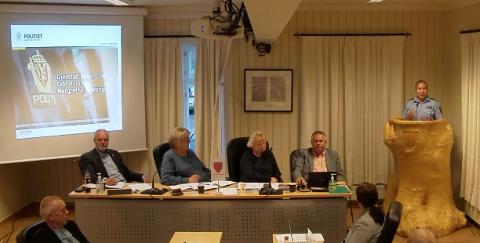 Politikontakt Margrethe Solvang var en av dem som orienterte kommunestyret om narkotikasituasjonen i Gjerstad.