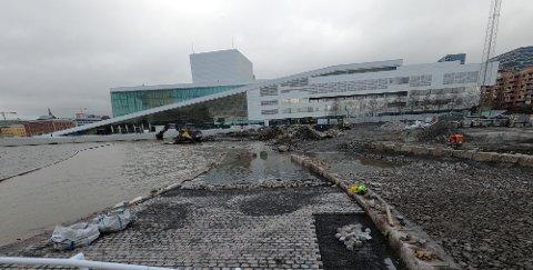 GJENBRUK: To meter under dagens overflate ble det funnet gammel brostein. Nå skal den gjenbrukes på nye Operastranda.