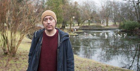 De første 20: Pedro Carmona-Alvarez diktdebuterte med «Helter» i 1997. Nå har han oppsummert diktningen sin i «Buktalerens rike». foto: Ørjan Nilsson