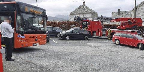 Bussen må på verksted etter sammenstøtet med lastebilen.