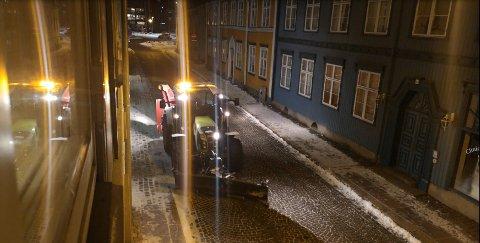 FILMET HENDELSEN: Jan Erik Bamrud mener det var unødvendig å bråke med brøytebilen utenfor leilighet hans når det knapt var snø på bakken.