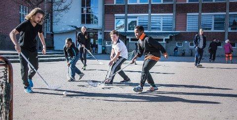 Populært: Aktiviteter i skolegården etter skoletid har vært en stor suksess på Trara, Nøkleby og Cicignon skoler. Nå bes politikerne om å spytte mer penger i kassa.