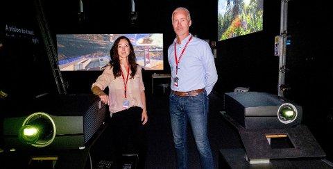 Maria Hatlo, Marketing Manager og PR-ansvarlig ved BarcoFredrikstad, frykter ikke ytterligere nedbemanninger ved avdelingen på Øra. Her sammen med direktør Thor Gjerløw.