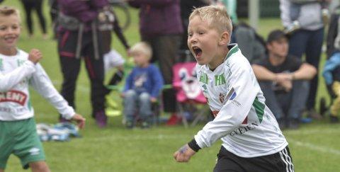 MÅÅÅÅÅÅL! Borre-spiller Anton Nilsen Nødtvedt kunne juble etter scoring i kampen mot Skoppum.