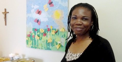 KANSKJE TILBAKE: Josephine Eni og hennes fire barn ble brått kastet ut av leiligheten i Kongsvinger i september i fjor, og sendt tilbake til Nigeria. Nå har regjeringen åpnet for at hun får en ny sjanse til å søke om opphold i Norge.FOTO: PRIVAT
