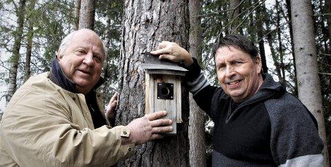 Pent stell: Trekkfugl-kameratene Stig Johnny Henriksen og Lorentz Moe mener vi alle kan gjøre vårt for at småfuglene skal trives. FOTO: TOM R. HÆHRE