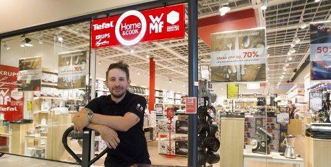 Ny butikk: Butikksjef Anders Utgård kan endelig ønske kundene velkommen inn. Bilder: Kjell R, Hermansen