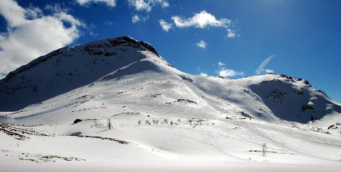Lørdag utløste skiløpere et ras i bratthenget opp mot Veslloftet.