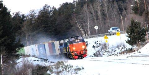 TROSSER RASFAREN: Nå får togene kjøre om det er rødt farenivå under Mannen i Romsdal.