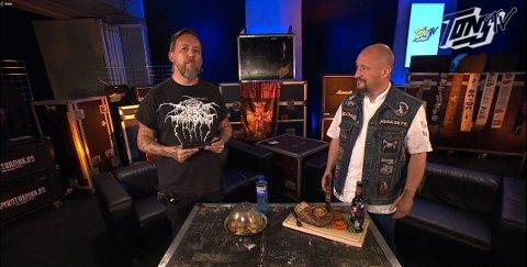 Haldenser og festivalkokk Haakon Selmer-Olsen viser fram hva slags mat de største rockestjernene spiser før de skal opptre. Det er ikke det de fleste tror.