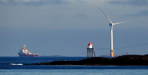 PÅ SLETTA I JULI: En av disse vindturbinene levere nå størm til det skotske fastlandet.