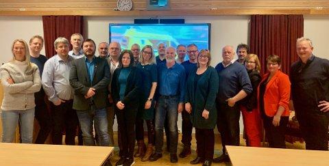 MØTE: Politikerne fra til sammen fire kommuner satte seg rundt bordet i Leirfjord for å diskutere sykehussaken.