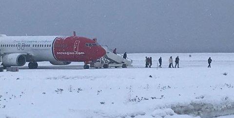 FIKK IKKE FILME: NRK Finnmark-redaktør Robin Mortensen har reagert på at NRK ble nektet å filme Norwegian-flyet som var utsatt for bombetrussel. Senere samme dag stengte politiet uten forvarsel ned telefonnettet i Alta.