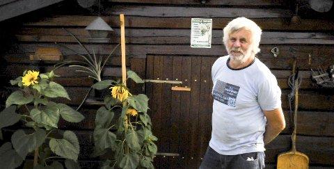 SKOGENS MANN: Gunnar Skarstøl eier tusen mål med skog. Han hogger og foredler egen skog på Voje sag.
