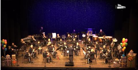 FLOTT KONSERT: Kongsberg Byorkester fylte hele scenen og presenterte et variert repertoar.