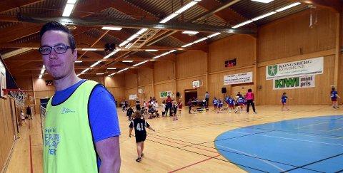 AVLYSER KAMPER OG CUPER: Christoffer Leander og Skrim håndball bredde avlyser alle kamper, cuper og sesongavslutning, men har fortsatt treninger.