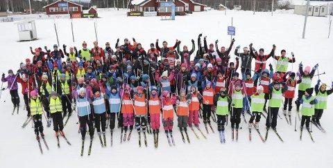 Stinn brakke: 85 unger deltar på skiskolen i regi av ØTS. – Det er maksimalt av hva vi kan håndtere, sier primus motor Hans Jørgen Lundby. Foto: Tommy Gullord