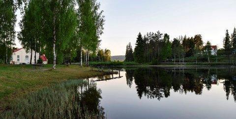 POPULÆR BADEPLASS: Skrankefossfløyta i Fall er en populær badeplass tilrettelagt med brygge og rampe for rullestolbrukere.