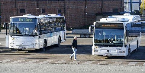KONTRAKT: Nordlandsbuss AS har dagens kontrakt på busskjøringa på indre Helgeland. Foto: Øyvind Bratt