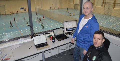 NY TID: Trond Kvåle og Kim Haugnes i Gruben IL ser fram mot 2021. Da kan Sparebank 1-cupen bli noe helt annet enn i dag. Ved å ta i bruk det nye allaktivitetshuset på Gruben, vil mange flere idretter kunne inkluderes i turneringen.