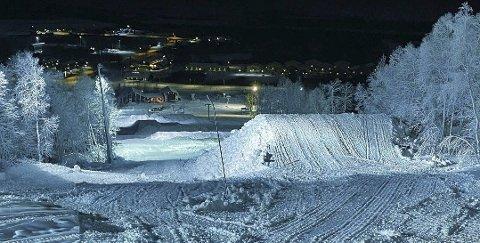Åpner: Lite snø gjør at bare Centrumsbakken og snowparken åpner til helga.
