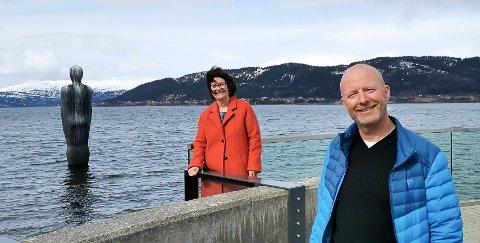 leder i Rana kunstforening, Eva Sundsvold, og Torbjørn Aag