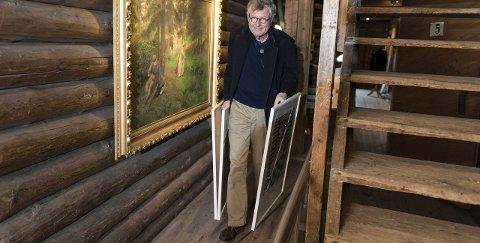 Per Spook er imponert over utstillingslokalene i Galleri Klevjer. Foto: Frode Johansen