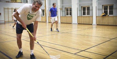Innebandy: Hver mandag reiser Gjerdrum-ordfører Anders Østensen helt til Oslo for å spille innebandy med gamle kompiser. Alle Foto: Ida Save