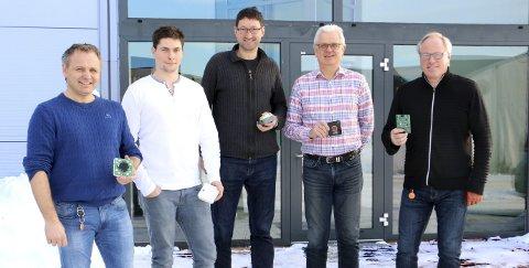 Fem av seks ansatte: Per Morten Brun, Alexander Seldal Bakke, Øystein Krag, Bjart Gjøstein og Terje Fjeldvig utgjør brorparten av det gründerpprisnominerte teknologiselskapet DeviceDrive i Holmsbu.