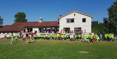 LÆRING: Hver sommer arrangerer Bødalen IF fotballskole for barn i alderen 6 til 13 år. Nå er det åpent for påmelding.