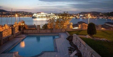 SOLGT: Etter å ha ligget i markdet siden april 2019 er Framnesveien 2C, med denne  utsikten til indre havn, solgt for 12,4 millioner kroner.