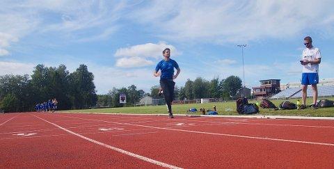 LUKE: Johan Bergqvist skaffet seg raskt mange meters forsprang da SH-spillerne løp 3.000-metertest.