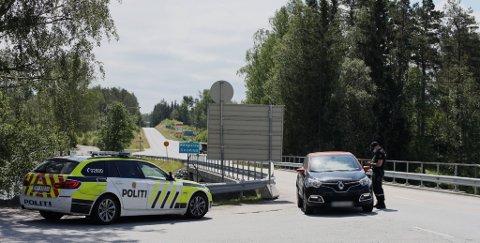 PATRULJERER KORNSJØ: – Politiet har tilstedeværelse og streifpatruljering ved grenseovergangene som ikke er godkjent å bruke for ordinær trafikk, sier Merete Beck ved utlendingsseksjonen i Øst politidistrikt.
