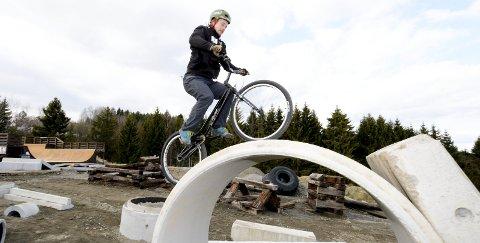 REISER FRA OSLO: Eirik Ulltang (27) trener flere ganger i uka i Indre Østfold. Det takket være et godt samarbeid med sykkelgruppa i Hobøl IL.