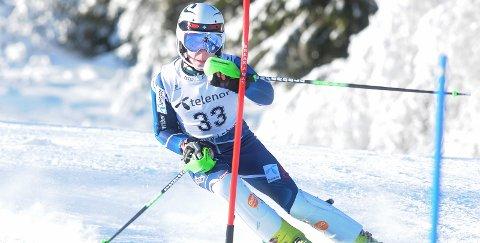 KNALLVÆR: Gustav Olsson fra Rjukan alpin var en av flere som kjempet om KM-tittelen i det flotte været på Lifjell i helgen. alle foto: ole martin møllerstad