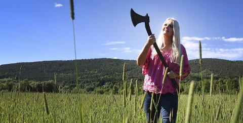 STRIDSLYSTEN: Åslaug Sem-Jacobsen er stridslysten og klar til kamp. For henne dreier valget seg kun om én ting, og det er å redde Telemark.