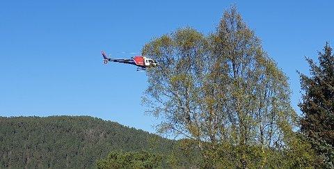 Et slikt helikopter fra Helitrans vil fly lavt over flere nordmørskommuner denne uka.