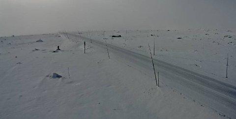 Valdresflye: Vegtrafikksentralen meldte lørdag formiddag at fylkesveg 51 over Valdresflye er stengt og blir ikke åpnet igjen lørdag. Det er sterk vind i området.