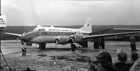 Heron passasjerfly fra Braathens SAFE på Røros på åpningsdagen for flyplassen 17. juli 1957. Kanskje kan det hende at det nye flyselskapet til Erik G. Braathen også vurderer flyvninger til Røros i framtida?