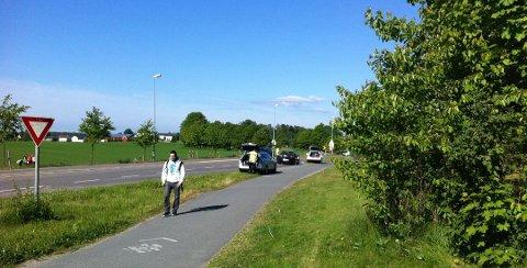 Fylkesvei 152 gjennom Ås.
