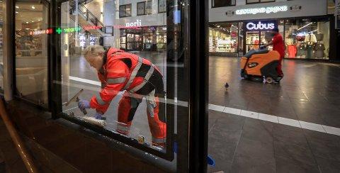 De usynelige jobbene i Byen.  Gry Cecilie Andersen og Robel Yohannes hos Busch-Sørensen Rengjøringsbyrå.