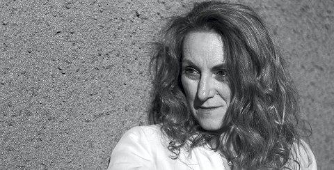 Forfatter Catarina Cattaneo mener at den historiske romanen sine skjebner er viktig å løfte frem. Nå har boken kommet i nytt opplag, og filmrettighetene er solgt til Harald Zwart.