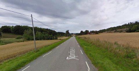 Tombveien strekker seg fra Karlshus til Tomb. Fartsgrensen er 80 km/t.