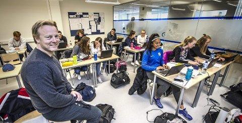 HELT NY SKOLE: Petter Wilhemsen, rektor og daglig leder ved WANG Toppidrett og Wang Ung, forteller at de er fornøyd med søkertallet til den nye ungdomsskolen som åpner i august.