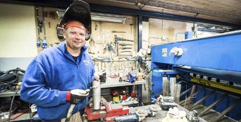 Glad Industrimekaniker: Lars Egil Lande er utdannet industrimekaniker fra Glemmen vgs. og teknisk fagskole, og driver sin egen virksomhet på Skjelsbu i Hvaler. Alle foto: Jan Erik Skau