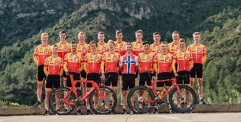 LAGET: Dette er syklistene på laget.  Bak fra venstre: Andreas Leknessund (Tromsø), Syver Wærsted (Porsgrunn/Skien), Kristian Kulset (Oslo), Markus Hoelgaard (Sandnes), Erik Resell (Trondheim), Iver Skaarseth (Lillehammer), Jonas Iversby Hvideberg (Fredrikstad), Anders Skaarseth (Lillehammer), Tobias Foss (Lillehammer).Foran fra venstre: Martin Bugge Urianstad (Stavanger), Kristoffer Skjerping (Bergen/Sotra), Idar Andersen (Trondheim), Sindre Kulset (Oslo), Torjus Sleen (Re/Tønsberg), Torstein Træen (Hønefoss), Lars Saugstad (Brumunddal) og Jonas Abrahamsen (Porsgrunn/Skien).