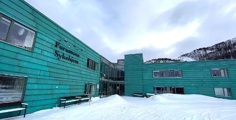 FÅR BESØK IGJEN: Det er ikke lenger besøksstans på sykehjem og sykehus, opplyser helseministeren. Det betyr at beboere på sykehjem igjen kan få besøk, som her på Furumoen sykehjem i Narvik.