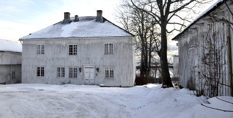 MALES: Kiøsterudgården skal males og noen vinduer byttes ut, ifølge Kjetil Nilsen, direktør for utbygging/drift i Thon-gruppen.