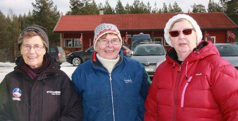Bolledamer: Disse hyggelige damene er med på å sørge for at skidagen ender bra for alle. Det er noe eget med boller og varm saft!