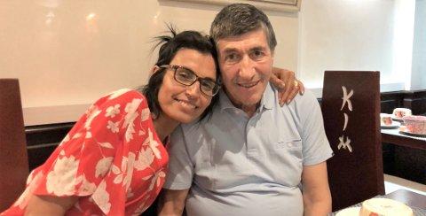 BEKYMRET: Familien Marin kommer seg ikke hjem fra ferie i Marokko. Ingen flyselskap vil ta med familiens hund, og nå går Francisco (65) snart tom for livsviktig medisin. Fra venstre: Khadija (52) og Francisco (65) Marin   Foto: Privat.